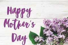Ευτυχές σημάδι κειμένων ημέρας μητέρων ` s χαιρετισμός καλή χρονιά καρτών του 2007 ευγενής πορφυρή πασχαλιά στοκ εικόνα με δικαίωμα ελεύθερης χρήσης