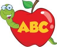 Ευτυχές σκουλήκι στην κόκκινη Apple με τα γυαλιά και Leter ABC Στοκ Φωτογραφίες