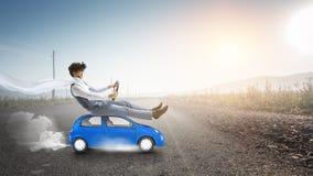 Ευτυχές ταξίδι στο όχημα παιχνιδιών στοκ φωτογραφία