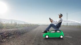 Ευτυχές ταξίδι στο όχημα παιχνιδιών στοκ εικόνες με δικαίωμα ελεύθερης χρήσης
