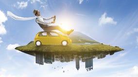 Ευτυχές ταξίδι στο όχημα παιχνιδιών στοκ φωτογραφίες με δικαίωμα ελεύθερης χρήσης