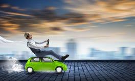 Ευτυχές ταξίδι στο όχημα παιχνιδιών στοκ εικόνα με δικαίωμα ελεύθερης χρήσης