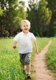 ευτυχές τρέξιμο αγοριών Στοκ Εικόνες