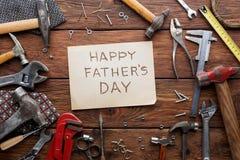 Ευτυχές υπόβαθρο ημέρας πατέρων, κάρτα με τα εργαλεία επισκευής Στοκ Εικόνες