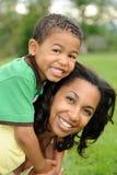 ευτυχές χαμόγελο μητέρων  στοκ εικόνα με δικαίωμα ελεύθερης χρήσης