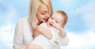 ευτυχές χαμόγελο μητέρων Στοκ Εικόνες