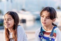 Ευτυχές χαμόγελο μικρών κοριτσιών δύο Στοκ εικόνα με δικαίωμα ελεύθερης χρήσης