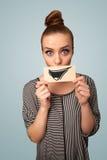 Ευτυχές χαριτωμένο έγγραφο εκμετάλλευσης κοριτσιών με το αστείο σχέδιο smiley Στοκ Εικόνα