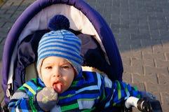 ευτυχές χιόνι μωρών Στοκ Φωτογραφίες