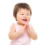 Ευτυχές χτύπημα μικρών κοριτσιών Στοκ εικόνες με δικαίωμα ελεύθερης χρήσης
