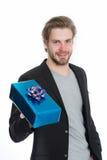 Ευτυχές όμορφο άτομο με το μπλε παρόν κιβώτιο Στοκ Εικόνα