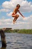 ευτυχές ύδωρ άλματος διασκέδασης παιδιών στοκ εικόνες με δικαίωμα ελεύθερης χρήσης