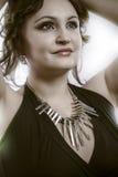 Ευτυχές brunette που εξετάζει το μέλλον Στοκ φωτογραφία με δικαίωμα ελεύθερης χρήσης