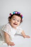 Ευτυχές Floral Headband χαμόγελου μωρών μεγάλο Στοκ φωτογραφίες με δικαίωμα ελεύθερης χρήσης