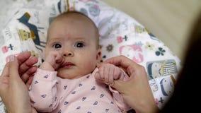 Ευτυχές mom και ευτυχές μωρό απόθεμα βίντεο