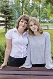 Ευτυχέστερες μητέρα και κόρη δεκατέσσερα χρονών στοκ φωτογραφίες με δικαίωμα ελεύθερης χρήσης