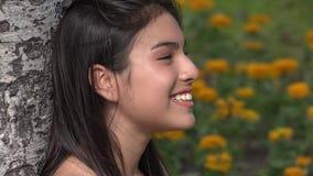 Ευτυχής άνοιξη κοριτσιών εφήβων απόθεμα βίντεο