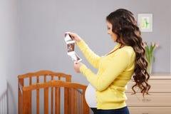 ευτυχής έγκυος γυναίκ&alpha Στοκ εικόνες με δικαίωμα ελεύθερης χρήσης