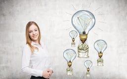 Ευτυχής έννοια επιτυχίας επιχειρηματιών Στοκ φωτογραφίες με δικαίωμα ελεύθερης χρήσης