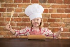Ευτυχής λίγος αρχιμάγειρας στην κουζίνα Στοκ Εικόνα