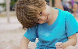 Ευτυχής λίγο παιδί, γέλιο αγοράκι Στοκ φωτογραφία με δικαίωμα ελεύθερης χρήσης