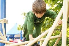 Ευτυχής λίγο παιδί, παιχνίδι αγοράκι Στοκ φωτογραφία με δικαίωμα ελεύθερης χρήσης