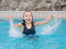 ευτυχής λίμνη κοριτσιών Στοκ Φωτογραφίες