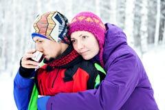 ευτυχής αγάπη ζευγών οικογένεια απελευθε&r Άνδρας και γυναίκα Στοκ φωτογραφία με δικαίωμα ελεύθερης χρήσης