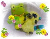 Ευτυχής αντέξτε τη φιλία και χρόνια πολλά και την αγάπη και τα λουλούδια κατοικίδιων ζώων παιδιών και teddys Στοκ Φωτογραφίες