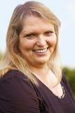 Ευτυχής ανώτερη γυναίκα υπαίθρια Στοκ φωτογραφίες με δικαίωμα ελεύθερης χρήσης