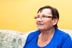 Ευτυχής ανώτερη γυναίκα Στοκ Εικόνες