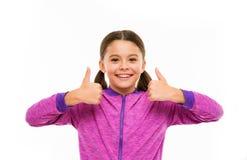 ευτυχής απλά Μόδα και sportswear παιδιών μικρό παιδί κοριτσιών Κομμωτής για τα παιδιά Ημέρα παιδιών Πορτρέτο ευτυχούς στοκ εικόνα με δικαίωμα ελεύθερης χρήσης