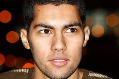Ευτυχής αραβικός αιγυπτιακός νεαρός άνδρας Στοκ Εικόνα