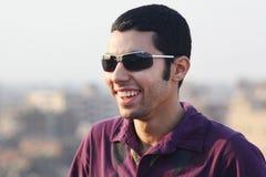 Ευτυχής αραβικός νέος αιγυπτιακός επιχειρηματίας Στοκ Εικόνες