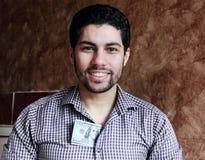 Ευτυχής αραβικός νέος επιχειρηματίας με τα χρήματα λογαριασμών δολαρίων Στοκ εικόνα με δικαίωμα ελεύθερης χρήσης