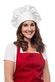 Ευτυχής αρχιμάγειρας στην υπηρεσία Στοκ φωτογραφία με δικαίωμα ελεύθερης χρήσης