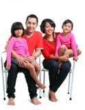 Ευτυχής ασιατική οικογένεια στοκ εικόνες
