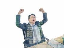 Ευτυχής ασιατική συνεδρίαση επιχειρησιακών ατόμων επειδή η ανάπτυξη χρηματιστηρίου του στοκ εικόνες