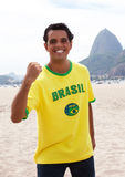 Ευτυχής βραζιλιάνος αθλητικός ανεμιστήρας στο Ρίο ντε Τζανέιρο Στοκ Φωτογραφία