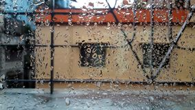 ευτυχής βροχερός ημέρας Στοκ φωτογραφίες με δικαίωμα ελεύθερης χρήσης