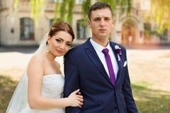 ευτυχής γάμος περιπάτων ν&ep Στοκ εικόνα με δικαίωμα ελεύθερης χρήσης