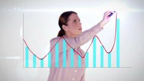 Ευτυχής γραφική παράσταση ολογραμμάτων σχεδίων επιχειρηματιών στο άσπρο υπόβαθρο απόθεμα βίντεο