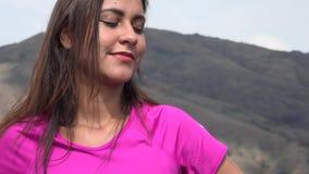 ευτυχής γυναίκα βουνών απόθεμα βίντεο