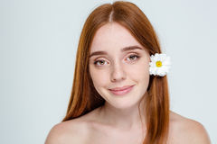 Ευτυχής γυναίκα με το φρέσκο δέρμα Στοκ Φωτογραφία