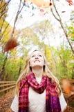 Ευτυχής γυναίκα πτώσης Στοκ φωτογραφία με δικαίωμα ελεύθερης χρήσης