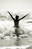 ευτυχής γυναίκα σκιαγρ& Στοκ εικόνες με δικαίωμα ελεύθερης χρήσης