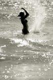 ευτυχής γυναίκα σκιαγρ& Στοκ Εικόνες