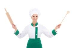 Ευτυχής γυναίκα στον αρχιμάγειρα ομοιόμορφο με την ξύλινη κυλώντας καρφίτσα ψησίματος και το s Στοκ Εικόνες