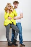 Ευτυχής γυναίκα στο σακάκι ασβέστη και άνδρας Μόδα πτώσης Στοκ Εικόνα