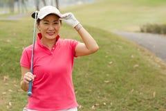 Ευτυχής γυναικείος παίκτης γκολφ Στοκ Φωτογραφία